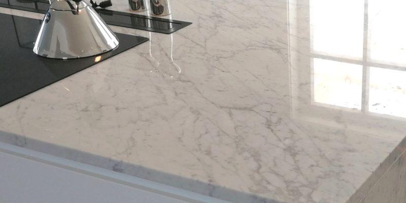 Arbeitsoberflächen für die Küche aus Carrara-Marmor